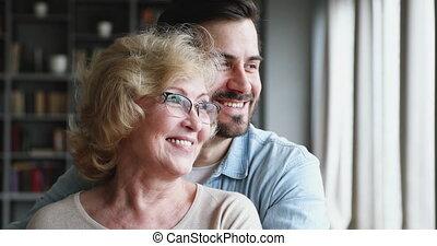 heureux, regarder, fenêtre, par, générations, famille, rêver...