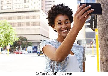 heureux, selfie, femme, prendre, africaine