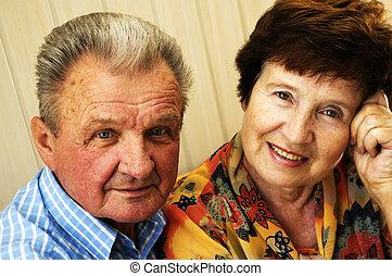 heureux, souri, couples aînés