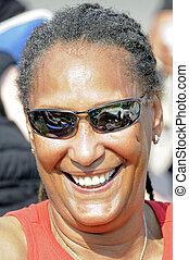 heureux, sourire, femme américaine africaine, à, bleus,...