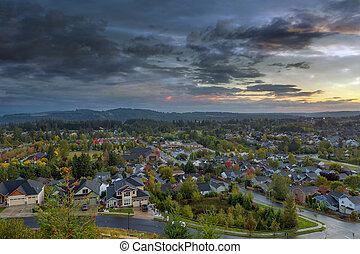 heureux, vallée, voisinage résidentiel, pendant, coucher soleil