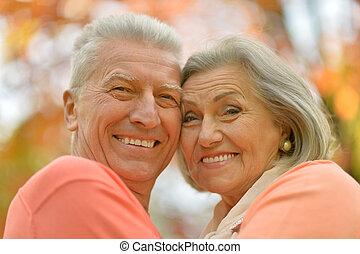 heureux, vieux gens