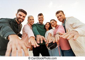 heureux, vous, mains, amis, atteindre