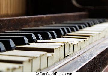 hibás, öreg, kulcsok, törött, zongora, leszoktatott
