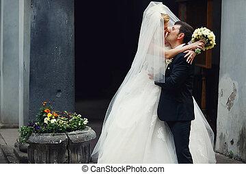 Hidden - a kiss of newlyweds behind a veil