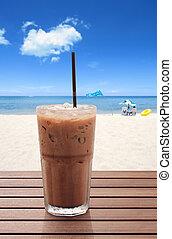hielo, café, en la playa