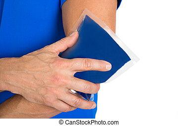 hielo, tenencia de la mano, codo, paquete de gel