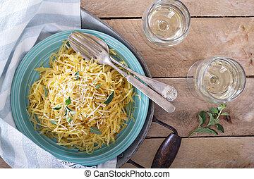 hierbas, espaguetis aplastan, parmesano