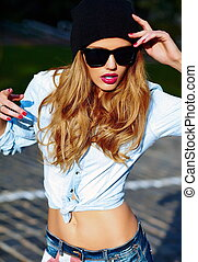 High fashion look.glamor lifestyle blond woman girl model in...