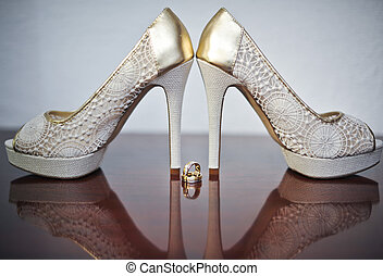 High heels wedding shoes and rings