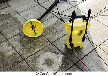 High pressure water cleaner to clean the terrace