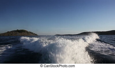High speed ship waves behind yacht with CANON Mkll