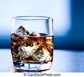 highball, glas, von, alkohol, mit, eis
