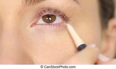 Highlighter pen for eye corners - Professional makeup:...