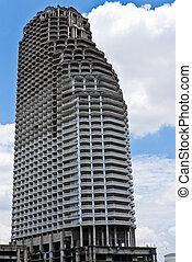 highrise, edifício moderno, com, céu azul