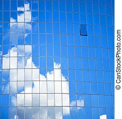 highrise, edificio de cristal, con, cielo, y, nubes, reflexión