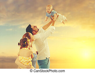 hija, familia , dos, hijo, ocaso, padre, madre, bebé, niños, playa, feliz
