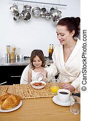 hija, y, madre, teniendo, desayuno