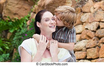 hijo, besar, el suyo, madre