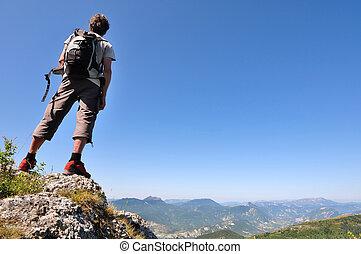 hiker, admirar, a, paisagem