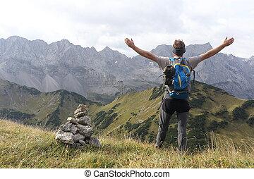 hiker, feliz