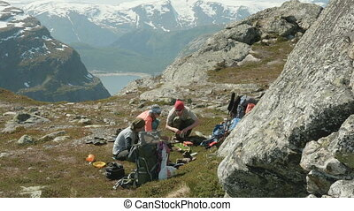 Hikers cook food in the mountains