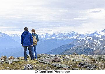 hikers, em, montanhas