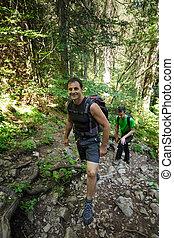 hikers, op, een, spoor, in, de, bos