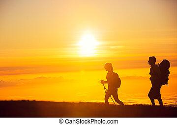 hikers, pôr do sol