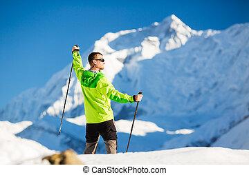 hiking homem, em, himalaya, montanhas, em, nepal