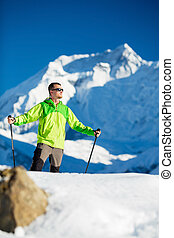 hiking homem, em, inverno, himalaya, montanhas