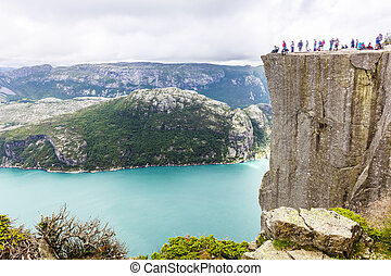 hiking, preikestolen, lysefjorden, noruega, turistas,...