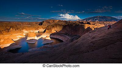 Hiking Reflection Canyon Lake Powell Utah