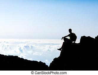 hiking, silueta, mochileiro, homem, rastro, corredor, em, montanhas