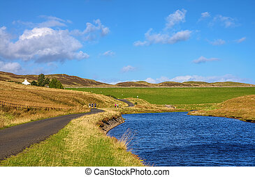 Hiking trail in Inverclyde - Scenic view of a walking trail ...