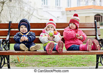 ?hildren on the bench