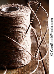hilo, de madera, encima, aguja, superficie, carrete