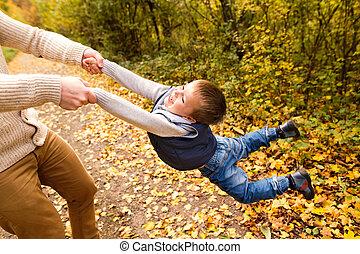 him., 息子, nature., 父, 秋, くるくる回る, よくわからない