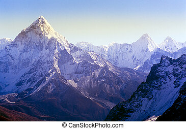 Himalaya Mountains - Spectacular mountain scenery on the...