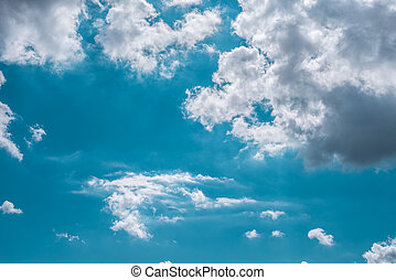 hinchado, nubes, en, azul, soleado, cielo