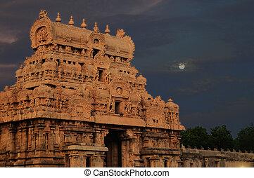 Hindu Architecture - intricate artwork at ancient hindu...
