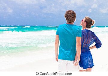 hinterer blick, von, junges, auf, tropischer strand, in, tulum, mexiko