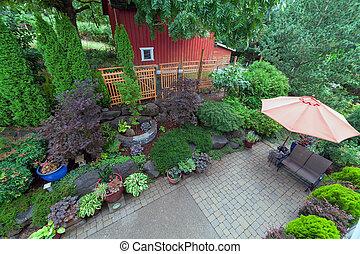 hinterhof, überblick, gartenterasse, rote scheune, gartengestaltung