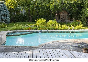 hinterhof- lache, schwimmender