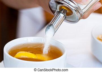 hinzufügen sucrose, der, tasse tee
