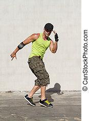 hip hop dancer dancing outdoors