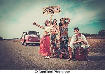 hippie, gepäck, gitarre, tramper, multi-ethnisch, straße
