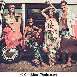 hippie, guitarra, multi-étnico, amigos, viagem, estrada