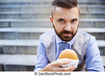 Hipster businessman during lunchtime bream - Modern hipster...