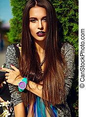 hipster, moda, engraçado, glamor, bonito, jovem, excitado, modelo, verão, mulher sorri, elegante, roupas, rua